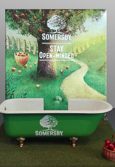 Bathtub 	Somersby - Window Decoration