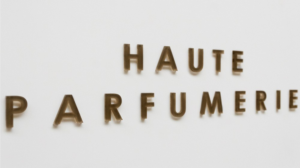 Haute Parfumerie, 1 - floor displays