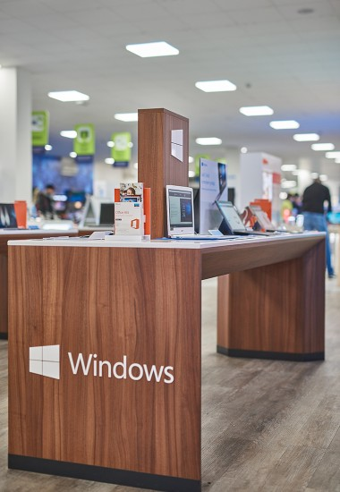 Microsoft - Store equipment